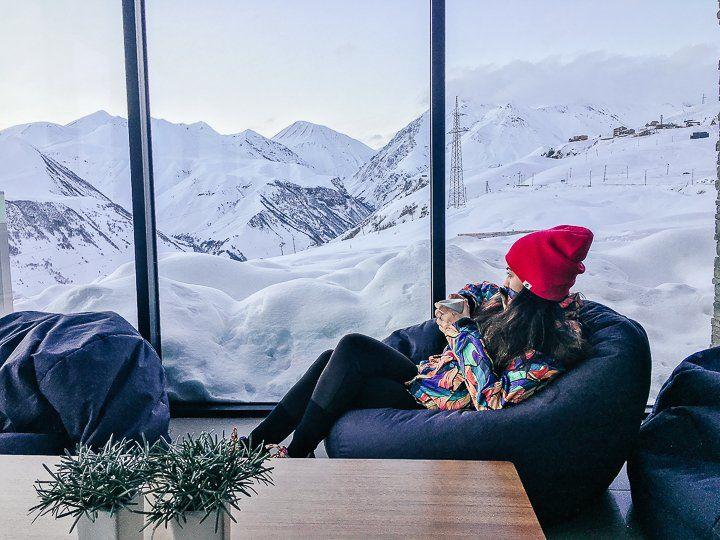 karlı dağ otel manzarası