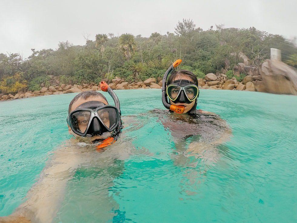 yağmur altinda yüzmek