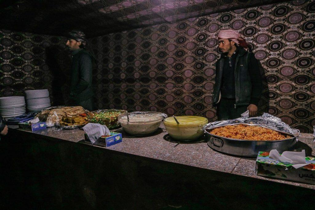 Wadi rum bedevi kampı akşam yemeği