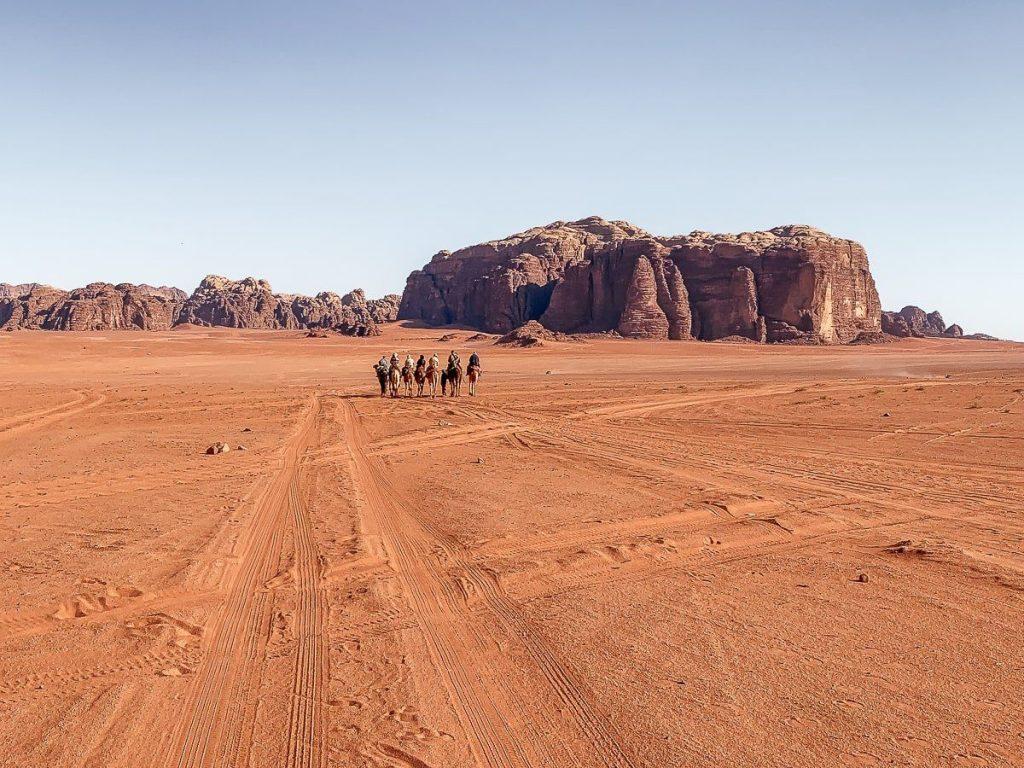 Wadi rum çölü ürdün deve turu