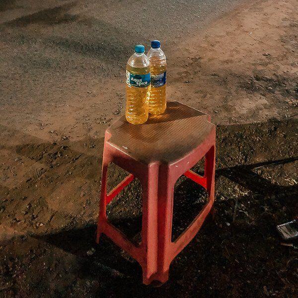 Goa ulaşım pet şişede benzin